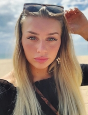 Lovisa larsson,<br> 33 y.o. from<br> UK